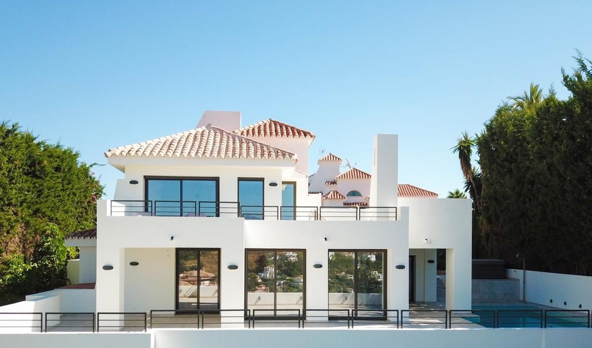 Detached Villa with Sea Views in Nueva Andalucía, Marbella