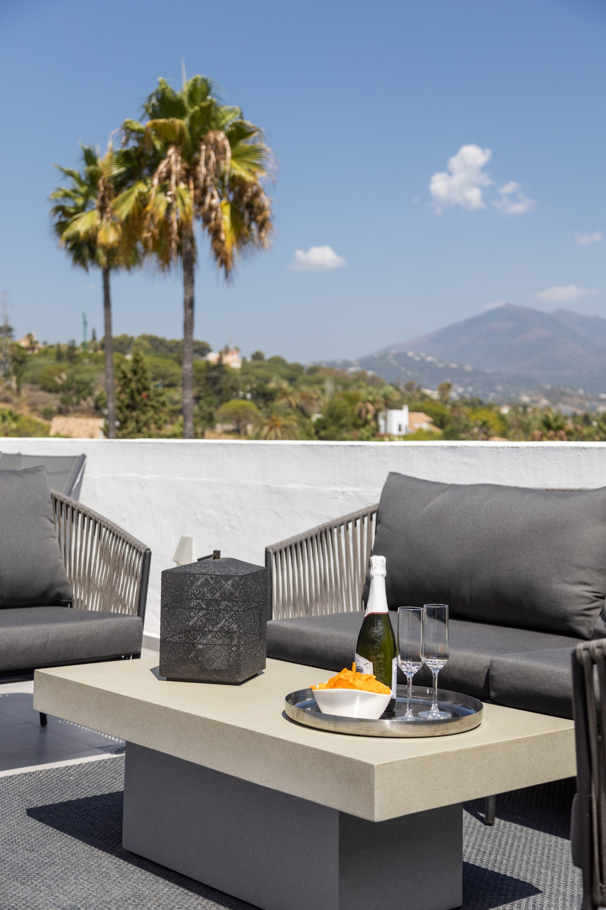 INVESTMENT Opportunity! Large Luxury Penthouse with Panoramic Views in Nueva Andalucía, Marbella