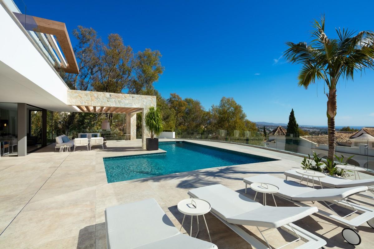 Large Luxury Golf Detached Villa with Sea Views in Benahavís