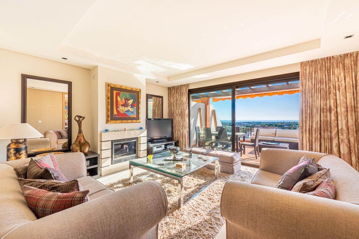 Luxury Penthouse with Sea Views in La Quinta, Benahavís