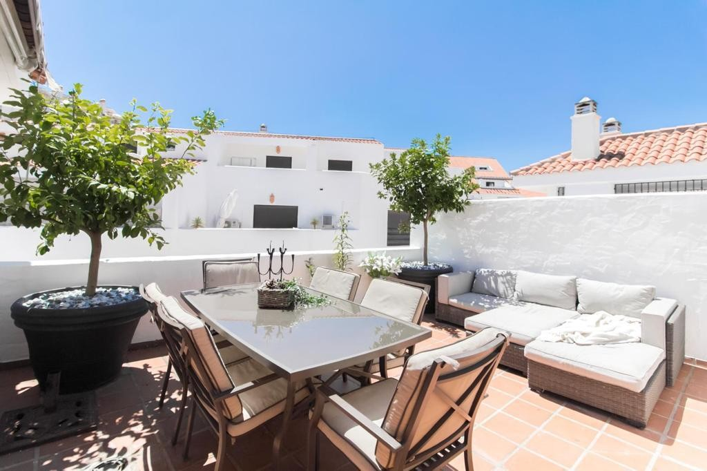 INVESTMENT Opportunity! Luxury Penthouse with Pool in Nueva Andalucía, Marbella