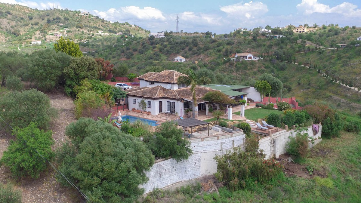 Luxury Detached Villa with Panoramic Views in Monda