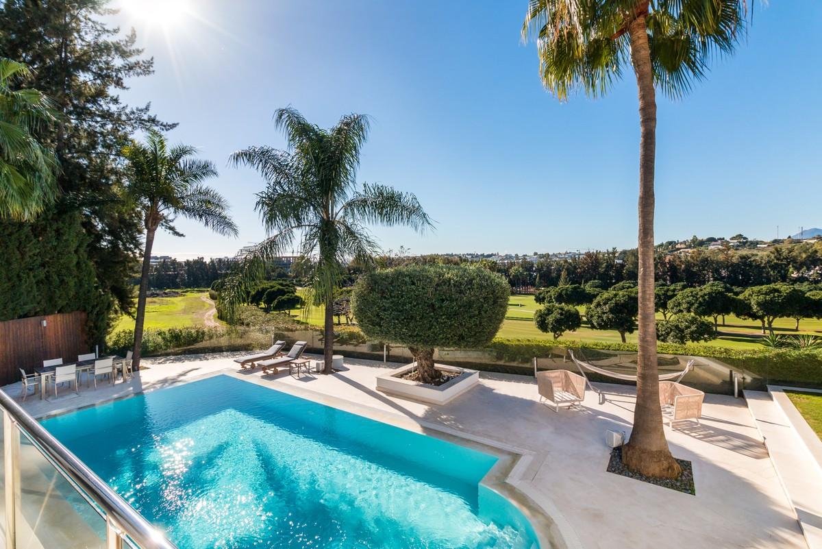 BARGAIN! Luxury Golf Detached Villa with Sea Views in Nueva Andalucía, Marbella