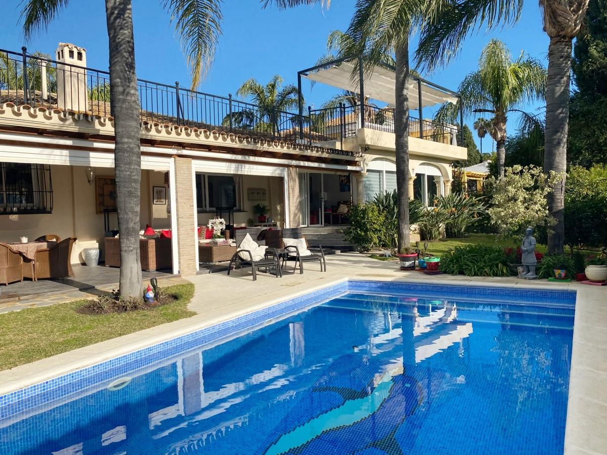 BARGAIN! Golf Detached Villa with Panoramic Views in Guadalmina Alta, Marbella