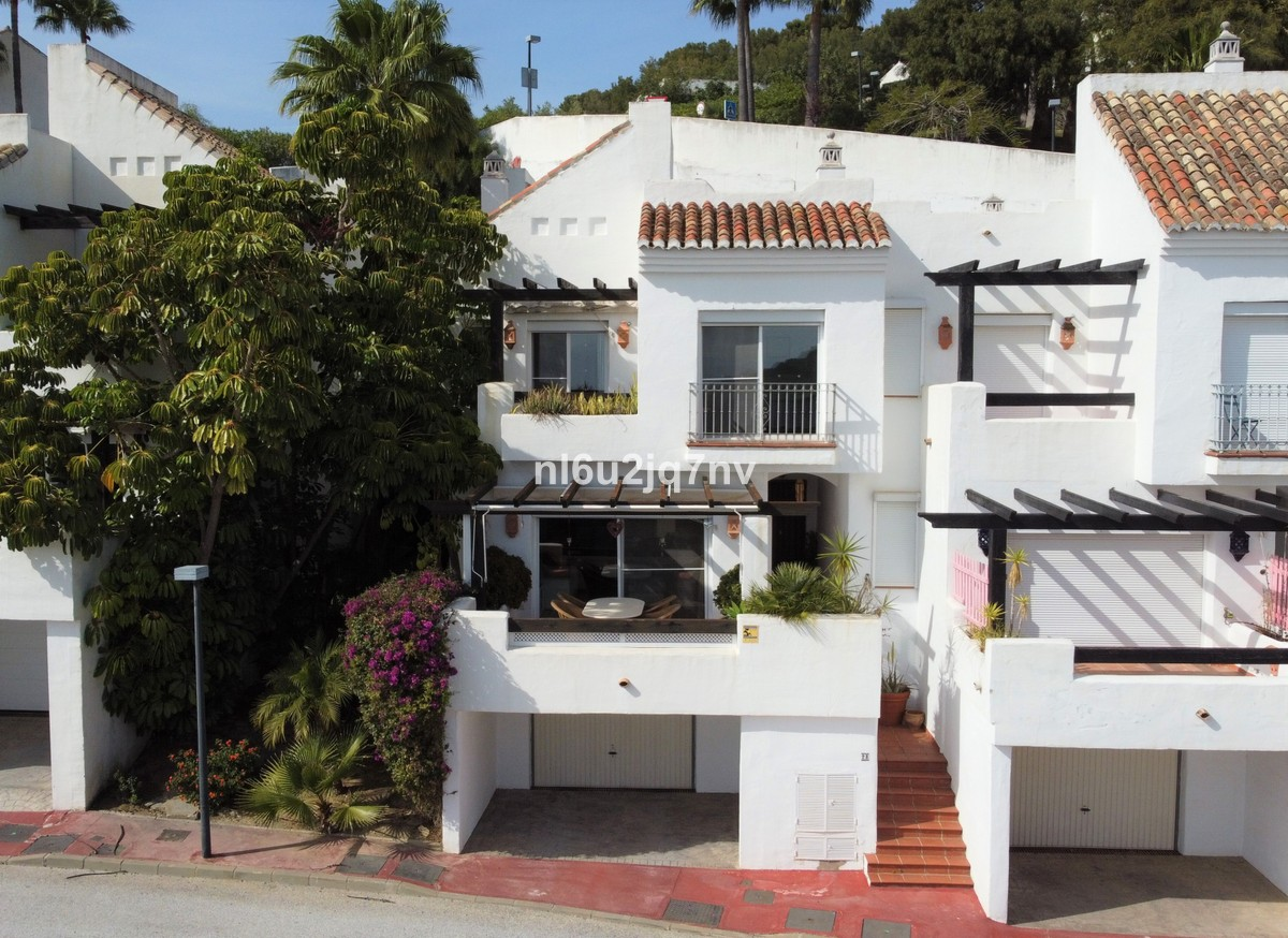 Large Luxury Middle Floor Apartment with Sea Views in Istán
