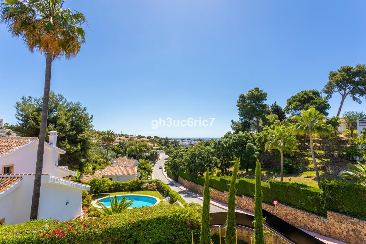 INVESTMENT Opportunity! Detached Villa with Sea Views in Sitio de Calahonda, Mijas