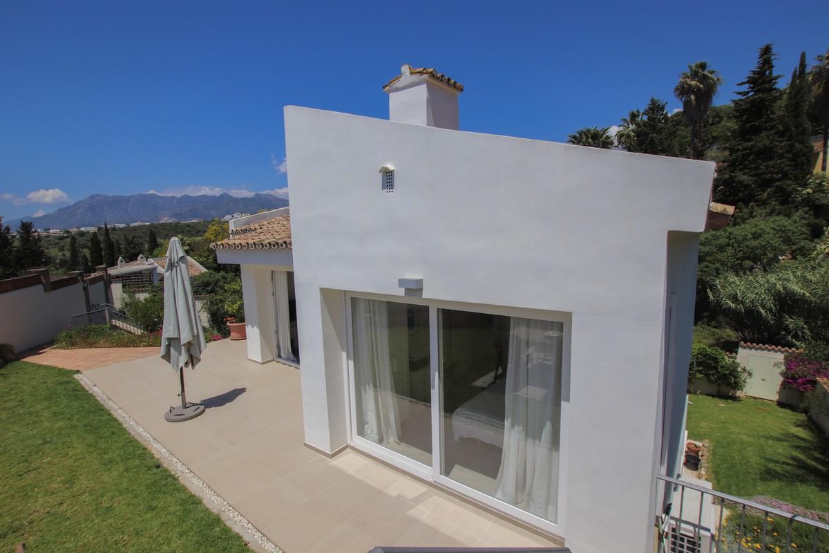 INVESTMENT Opportunity! Detached Villa with Pool in El Rosario, Marbella