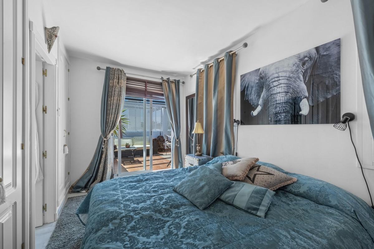 Top Floor Apartment with Pool in Nueva Andalucía, Marbella
