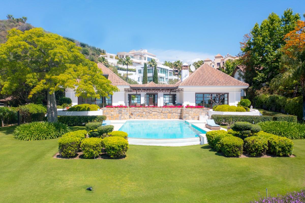 Large Luxury Detached Villa with Sea Views in Monte Halcones, Benahavís