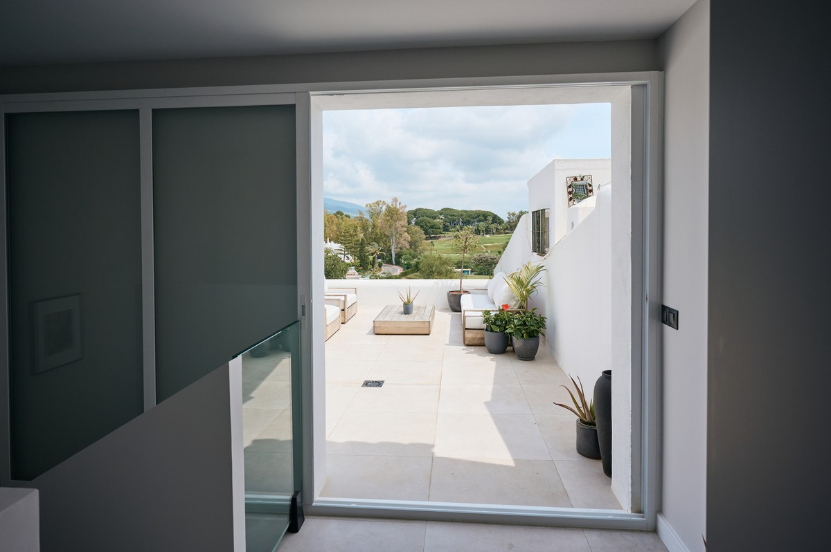 INVESTMENT Opportunity! Luxury Golf Top Floor Apartment with Pool in Nueva Andalucía, Marbella