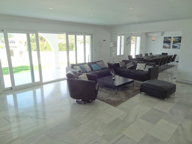 INVESTMENT Opportunity! Large Luxury Detached Villa with Pool in Elviria, Marbella