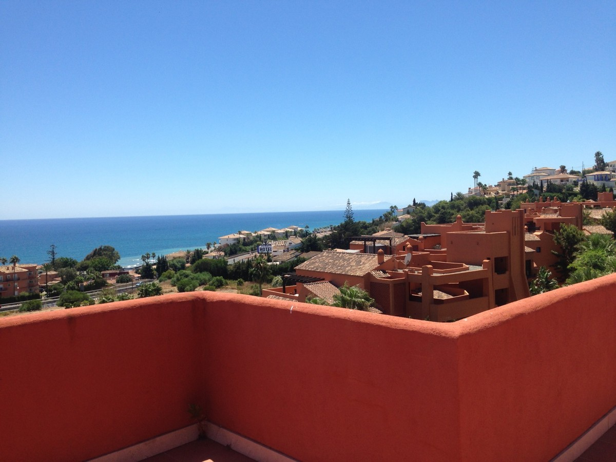 INVESTMENT Opportunity! Large Luxury Penthouse with Sea Views in Estepona