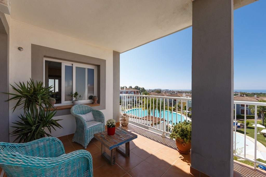 INVESTMENT Opportunity! Golf Penthouse with Pool in Estepona