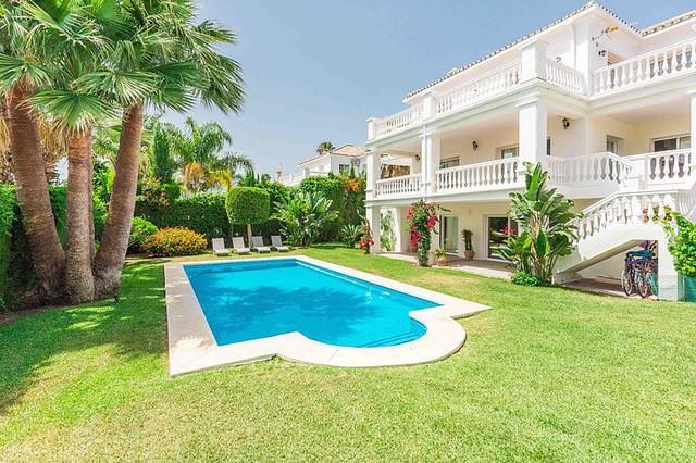 Large Detached Villa with Pool in Nueva Andalucía, Marbella