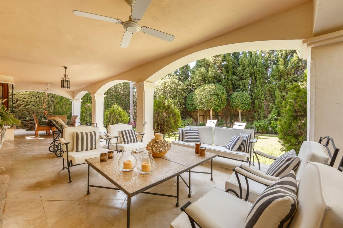 Golf Detached Villa with Pool in Guadalmina Alta, Marbella