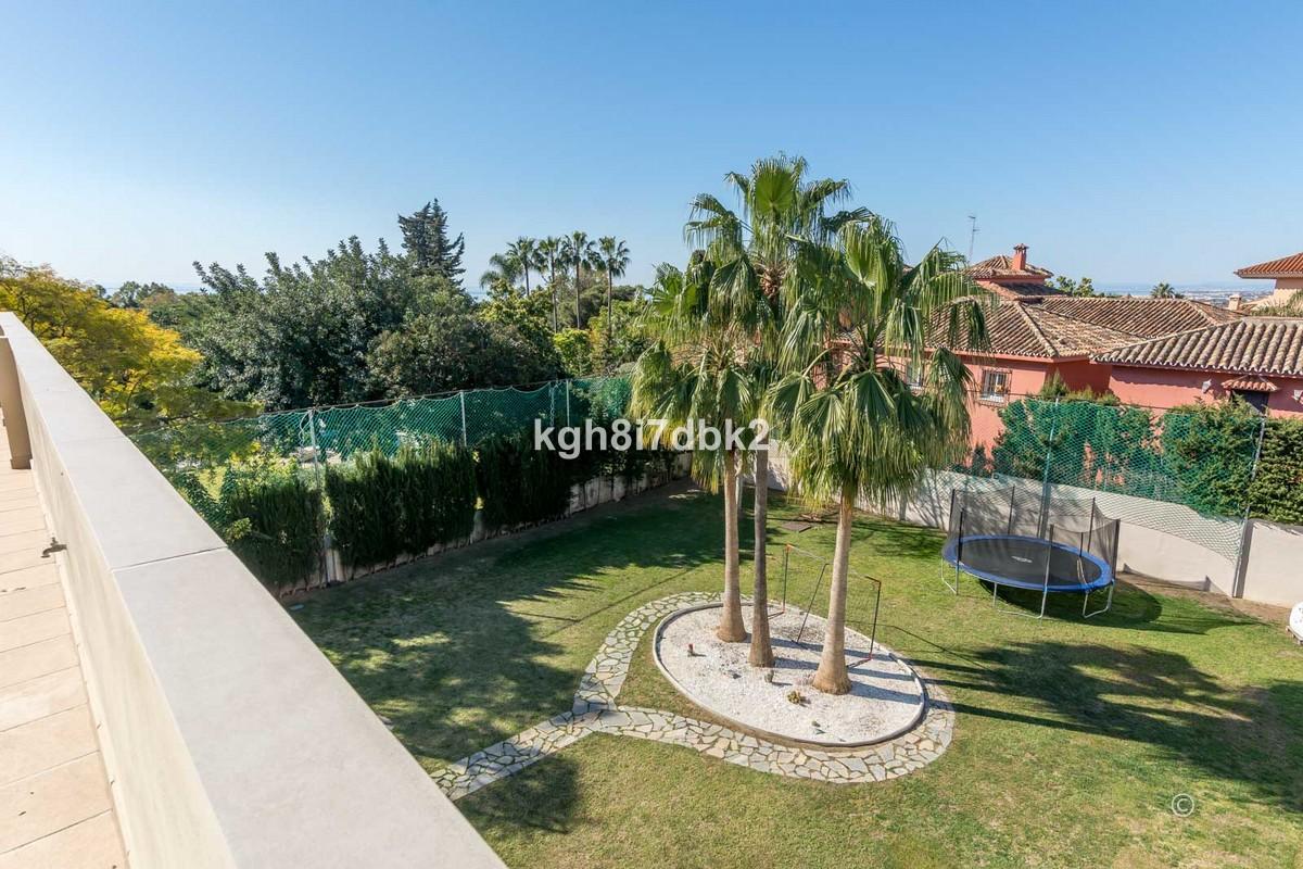 Detached Villa with Sea Views in Marbella