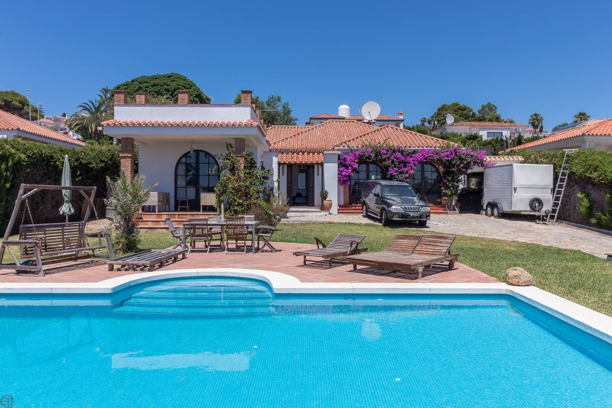 INVESTMENT Opportunity! Detached Villa with Sea Views in Manilva