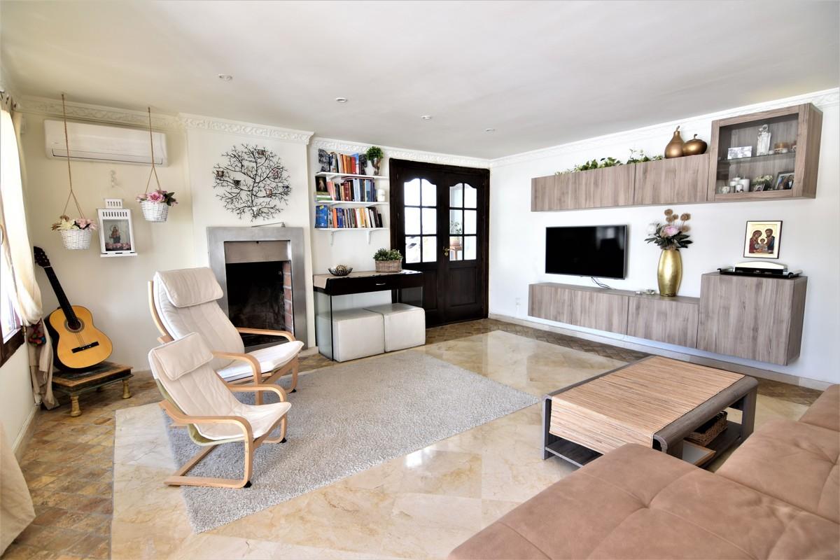 Large Luxury Detached Villa with Sea Views in Nueva Andalucía, Marbella