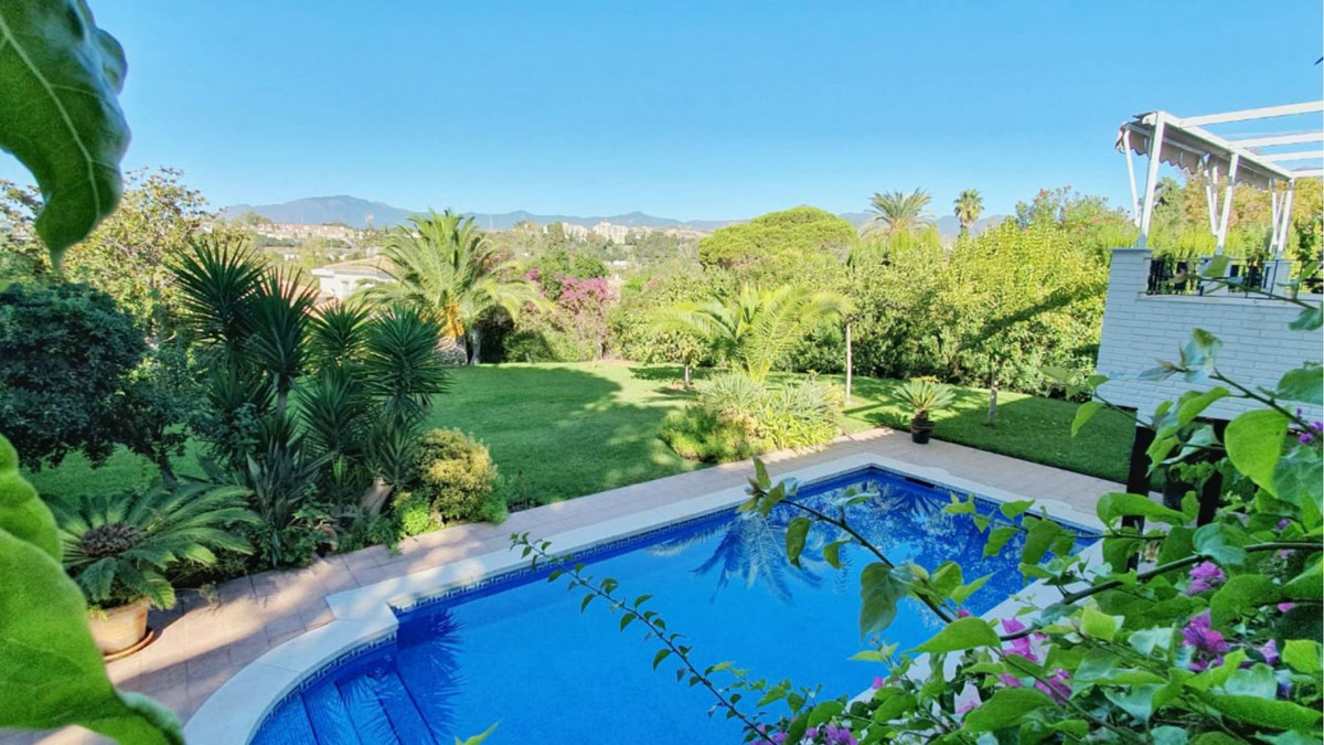 Large Golf Detached Villa with Pool in Guadalmina Alta, Marbella