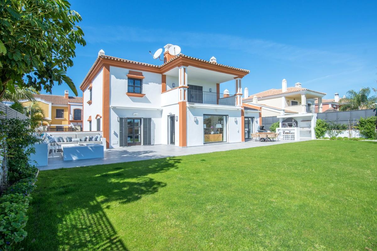 Large Contemporary Golf Detached Villa with Panoramic Views in Guadalmina Alta, Marbella