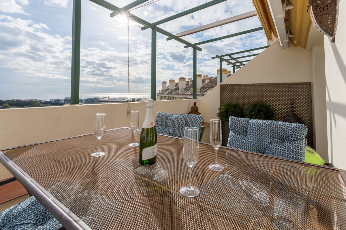 INVESTMENT Opportunity! Large Luxury Golf Penthouse with Sea Views in Nueva Andalucía, Marbella