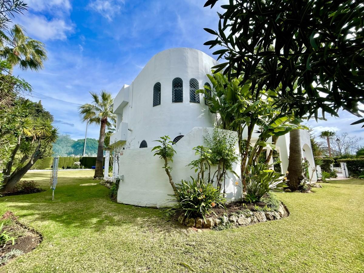 Contemporary Golf Detached Villa with Panoramic Views in Nueva Andalucía, Marbella