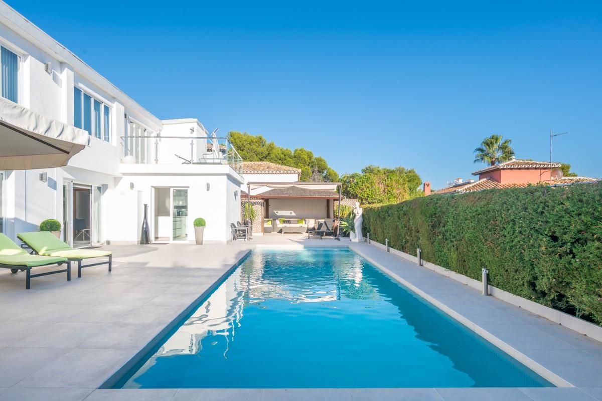 Large Contemporary Detached Villa with Sea Views in Nueva Andalucía, Marbella