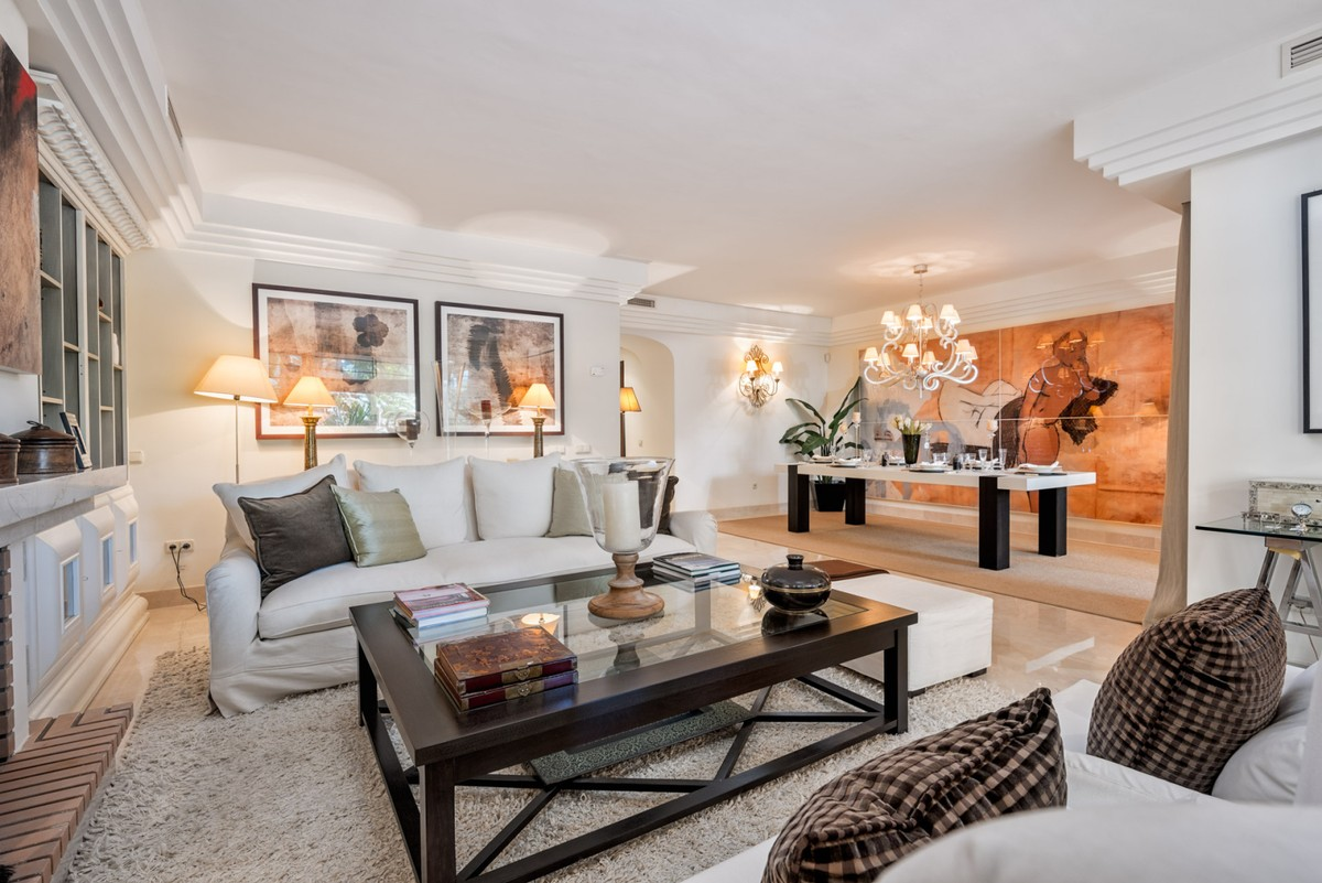 INVESTMENT Opportunity! Large Luxury Middle Floor Apartment with Pool in Puerto Banús, Marbella