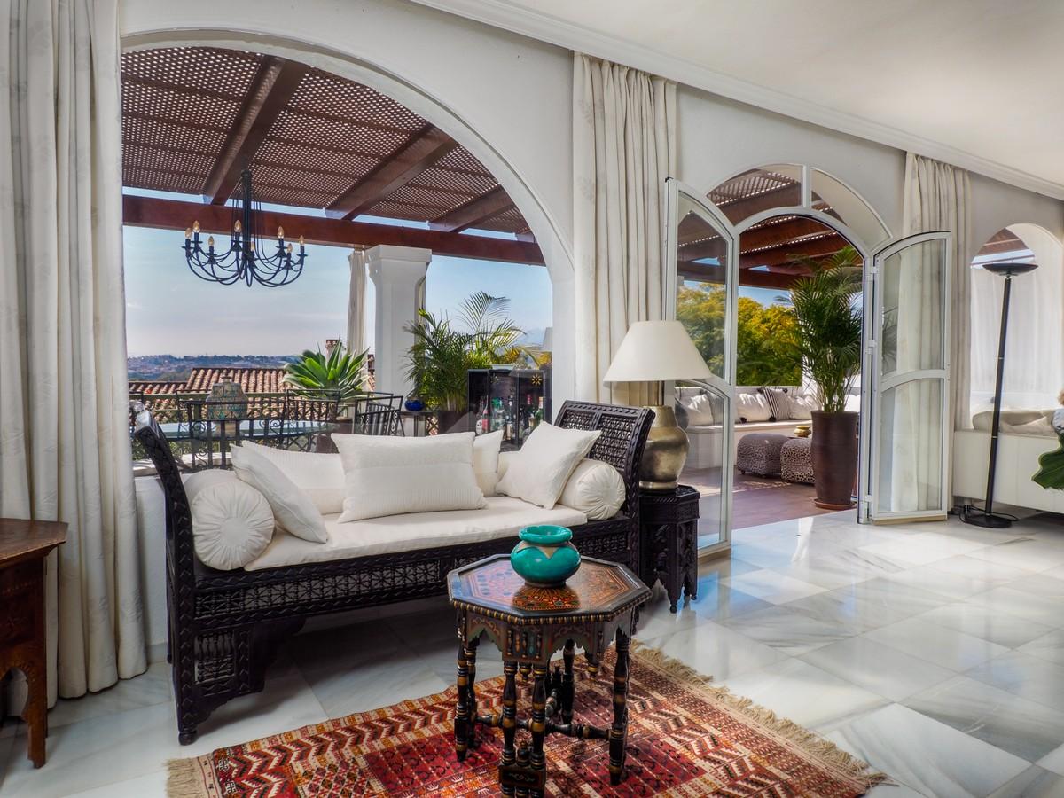 BARGAIN! Large Detached Villa with Sea Views in Nueva Andalucía, Marbella