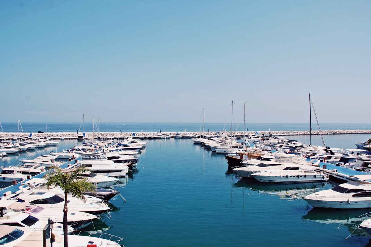 INVESTMENT Opportunity! Luxury Beachfront Penthouse with Sea Views in Puerto Banús, Marbella