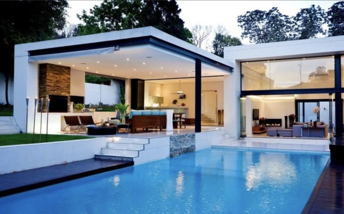 INVESTMENT Opportunity! Large Luxury Detached Villa with Sea Views in La Cala de Mijas
