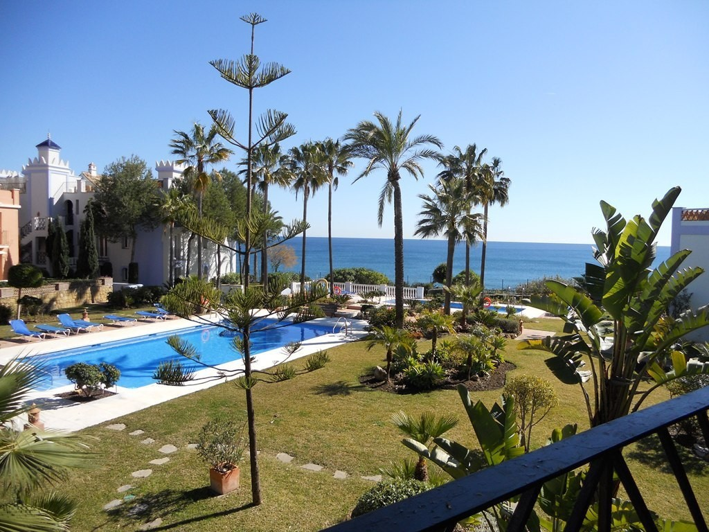 Beachfront Middle Floor Apartment with Sea Views in Casares Playa
