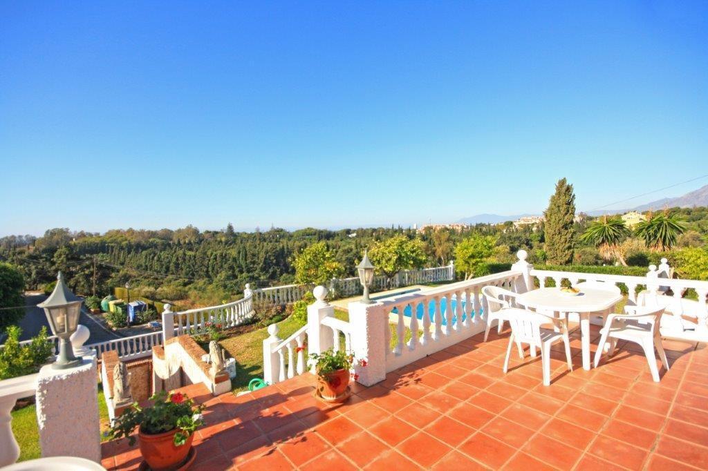 Golf Detached Villa with Sea Views in Elviria, Marbella