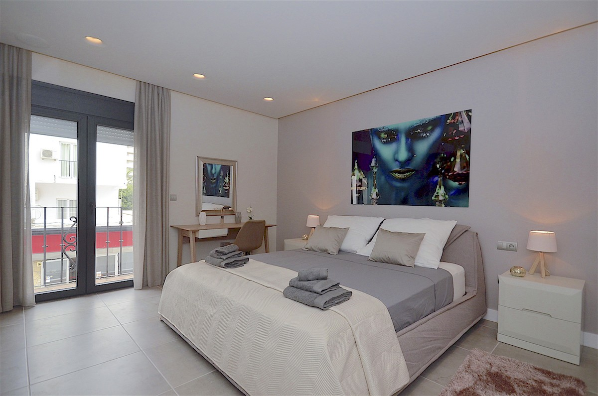 Luxury Beachfront Middle Floor Apartment with Sea Views in Puerto Banús, Marbella