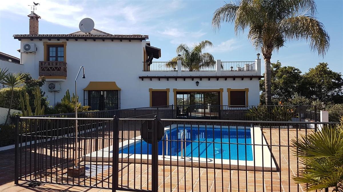 Townhouse with Pool in Alhaurín el Grande