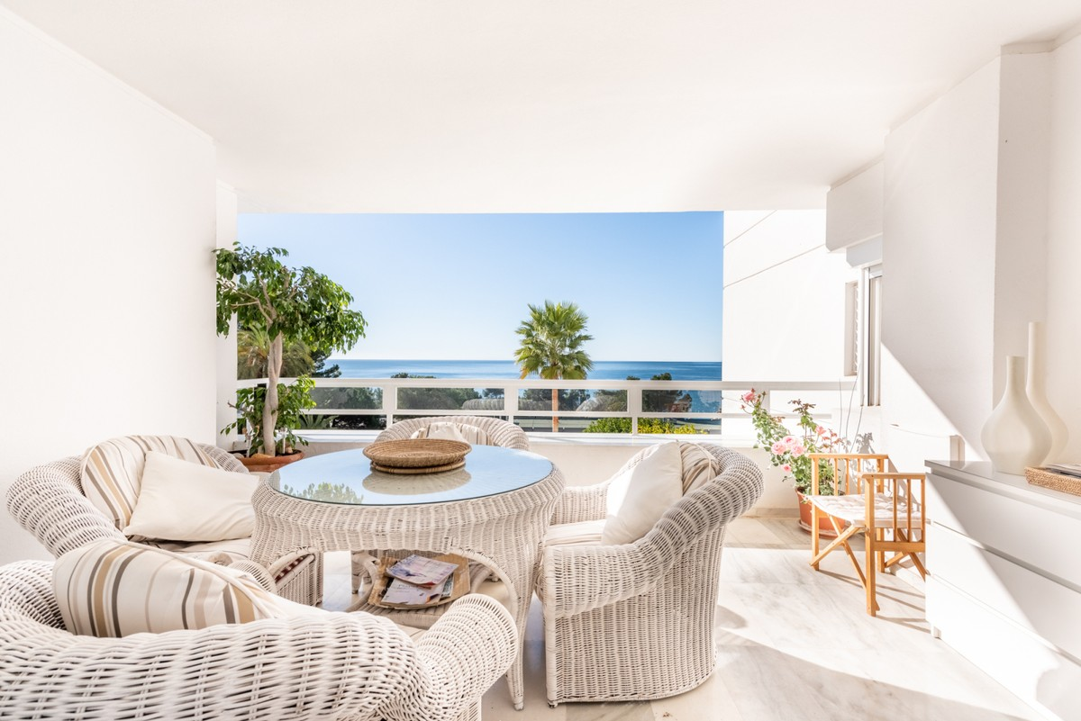 Large Beachfront Middle Floor Apartment with Sea Views in Marbella
