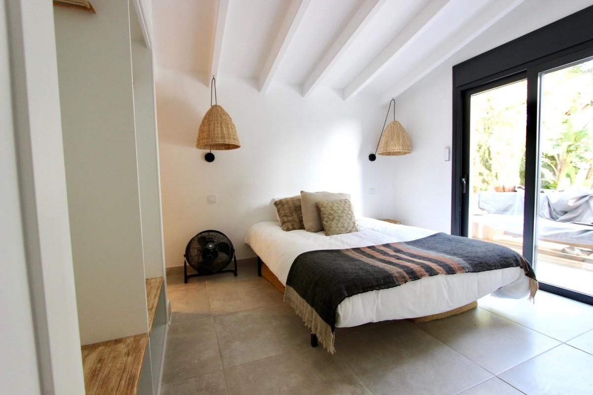 Detached Villa with Pool in Hacienda Las Chapas, Marbella