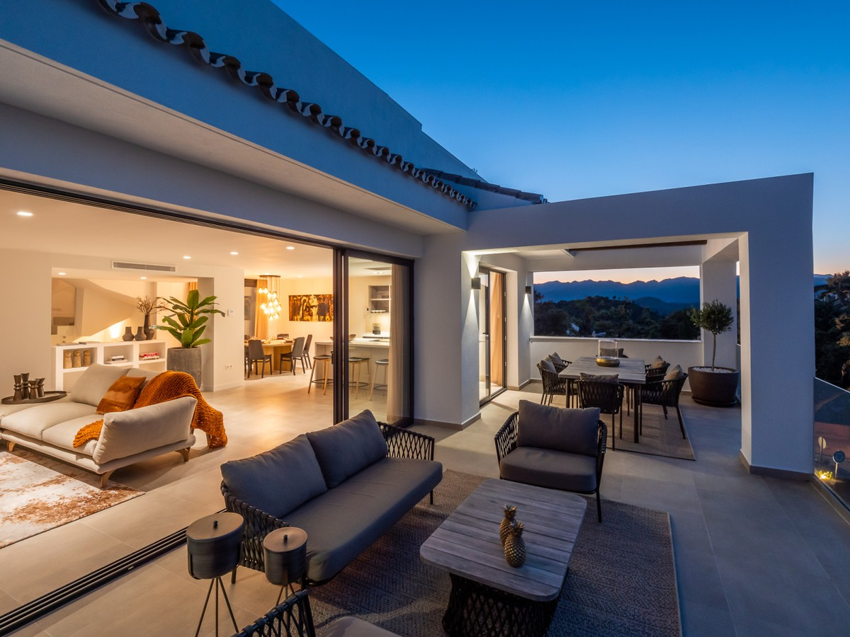 Luxury Townhouse with Sea Views in La Mairena, Ojén