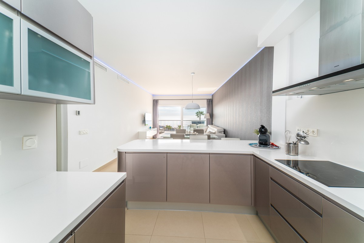 Luxury Middle Floor Apartment with Sea Views in Benalmádena