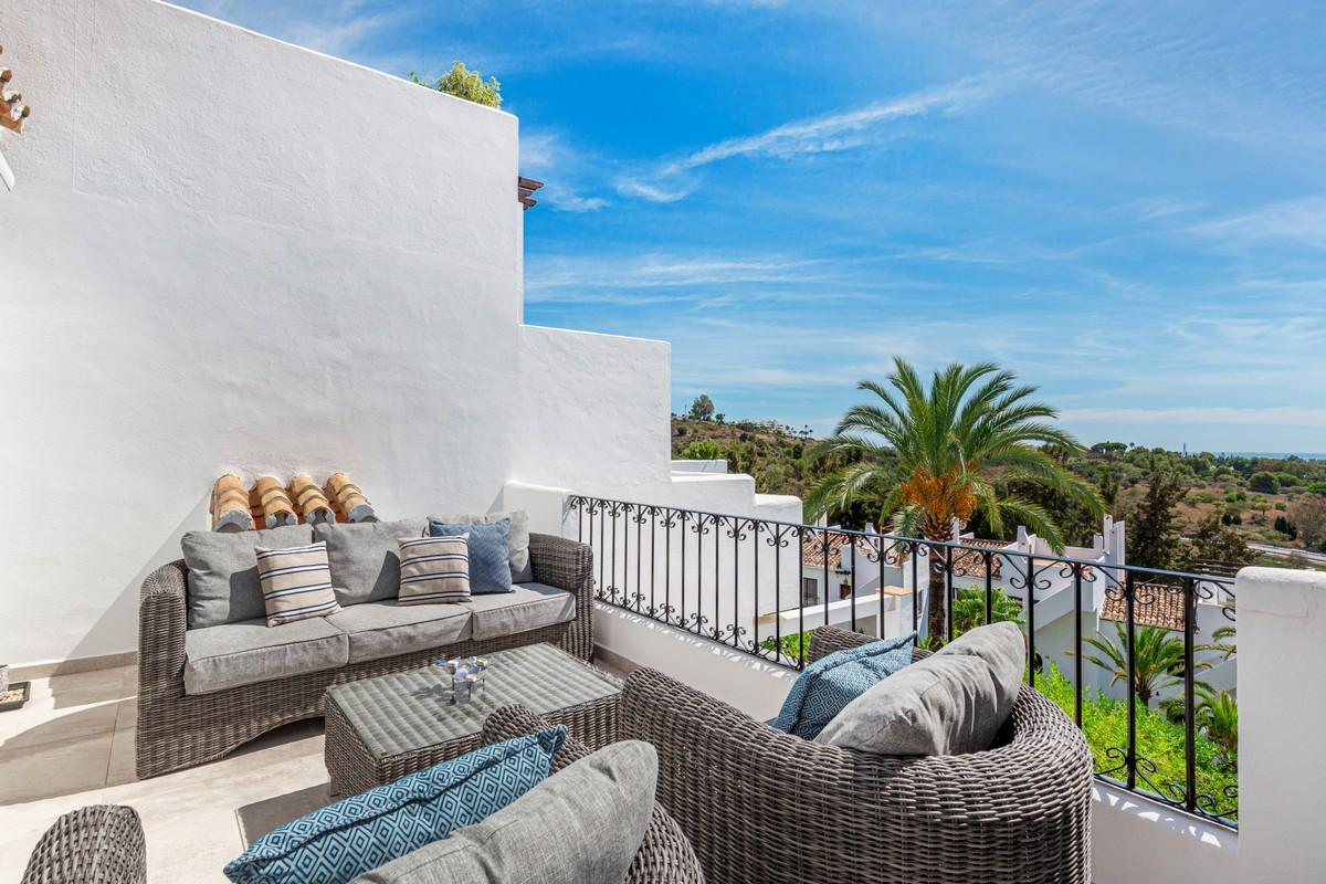 Townhouse with Sea Views in Milla de Oro (The Golden Mile), Marbella