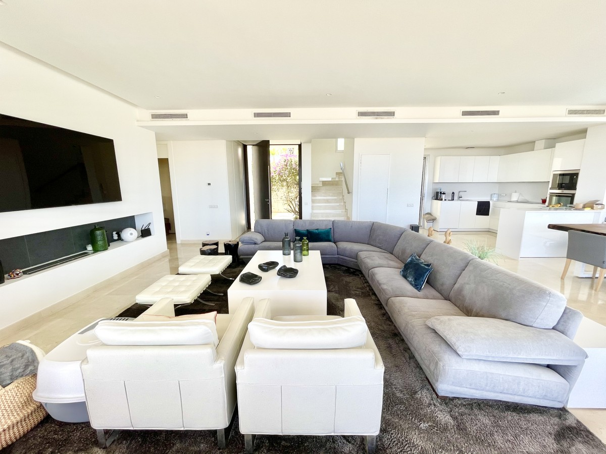 Luxury Golf Detached Villa with Sea Views in Río Real, Málaga