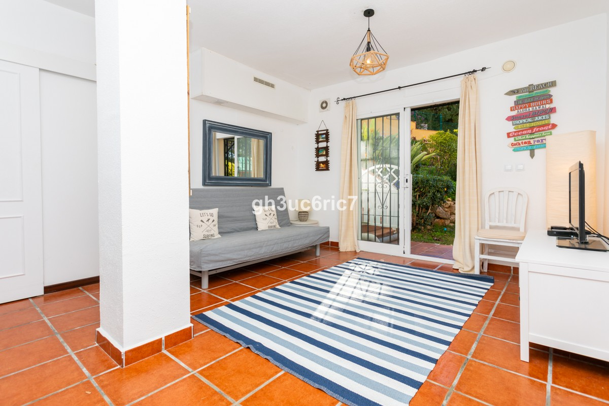 INVESTMENT Opportunity! Large Middle Floor Apartment with Sea Views in Sitio de Calahonda, Mijas