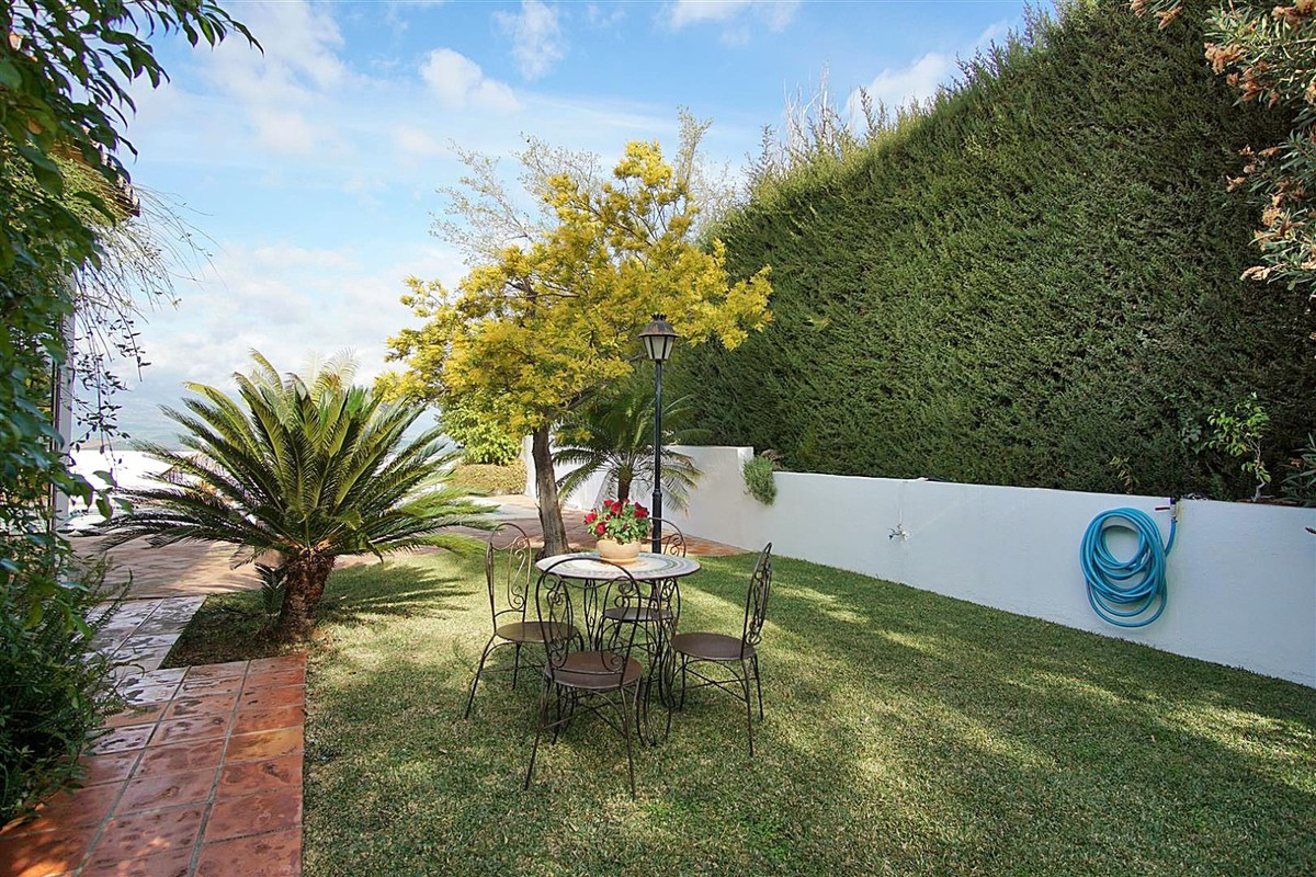 Detached Villa with Panoramic Views in Coín