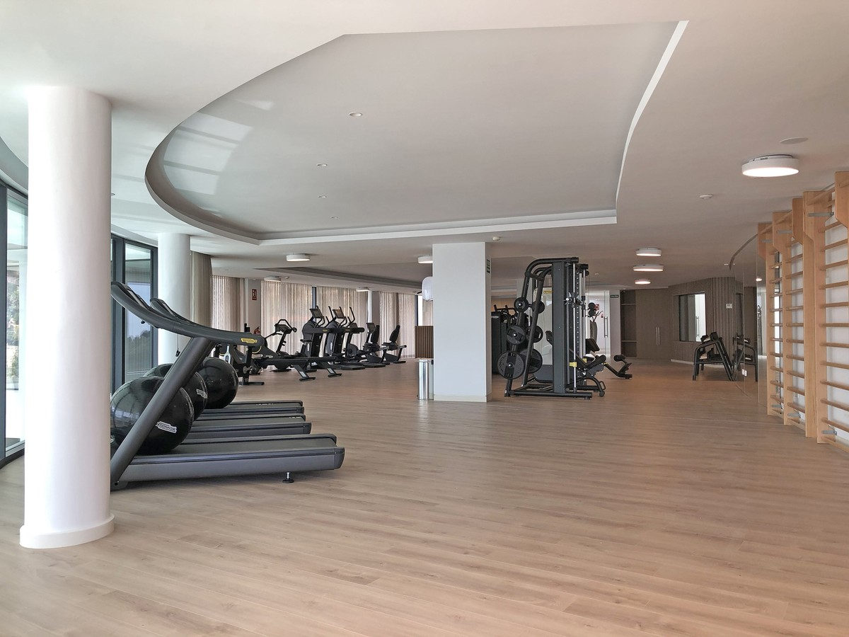 INVESTMENT Opportunity! Large Luxury Penthouse with Sea Views in Marbella