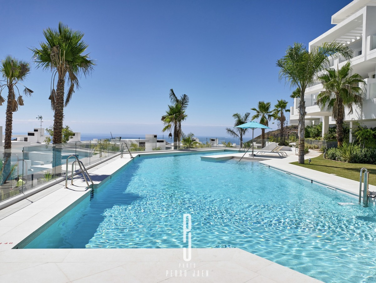 INVESTMENT Opportunity! Luxury Middle Floor Apartment with Sea Views in Marbella