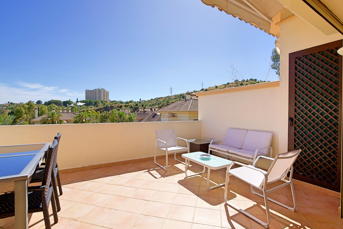 INVESTMENT Opportunity! Luxury Golf Penthouse with Panoramic Views in Río Real, Málaga