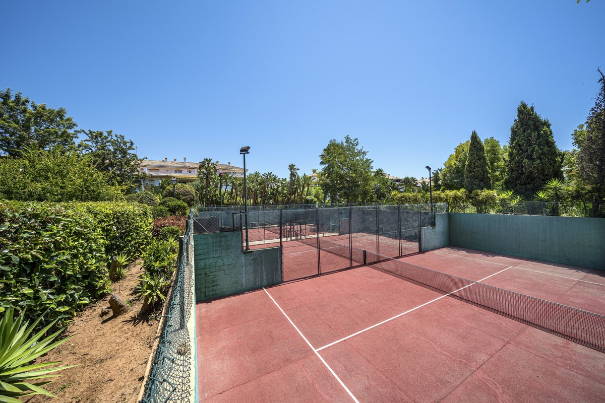 Middle Floor Apartment with Pool in Marbella