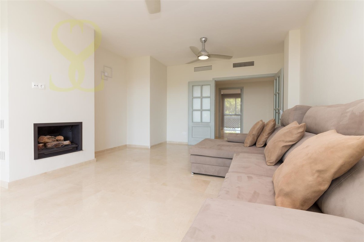 INVESTMENT Opportunity! Luxury Beachfront Middle Floor Apartment with Sea Views in Cabopino, Marbella
