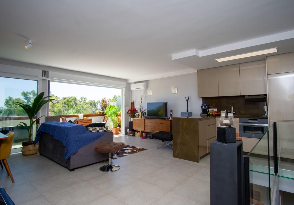 Top Floor Apartment with Sea Views in Carib Playa, Marbella