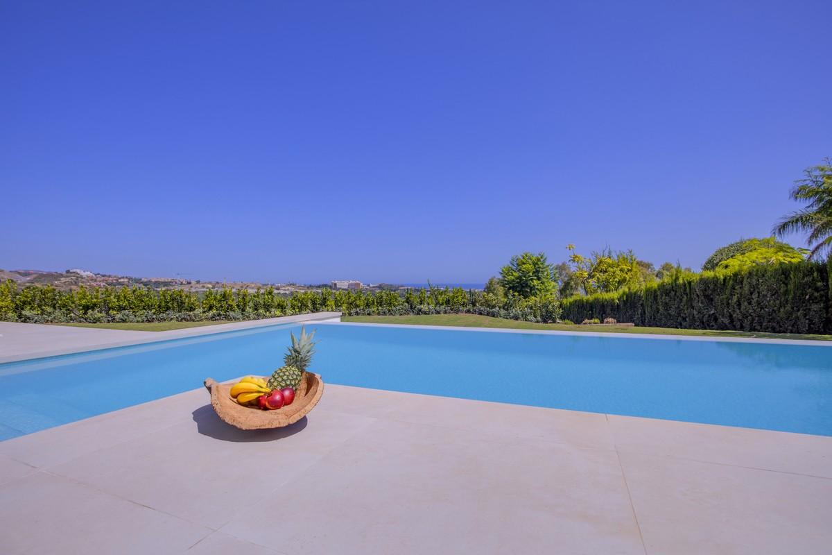 Large Detached Villa with Sea Views in Río Real, Málaga